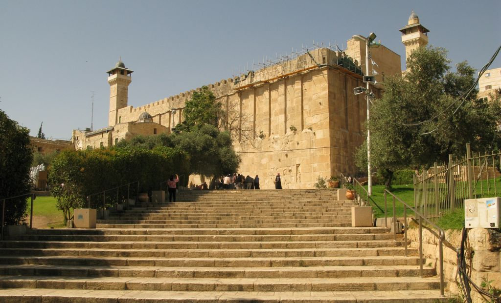 Hebron, Di Sana Tiga Nabi Bersemayam