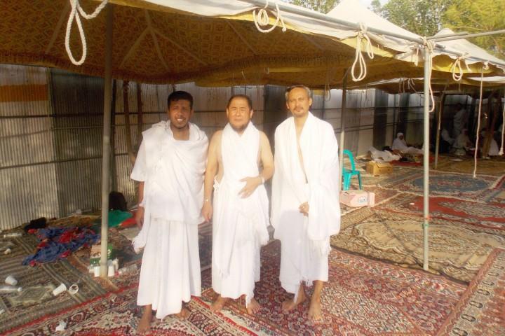 Pembimbing Habib Umar Assegaf (paling kanan)